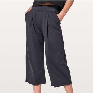 Lululemon Can you feel the pleat crop pants blue